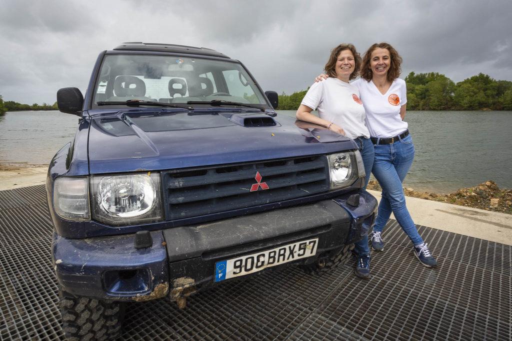 Klervi LEROUX et Delphine COQUIO, membres de la Team CAP A L'WEST pour le rallye Aïcha des Gazelles 2022